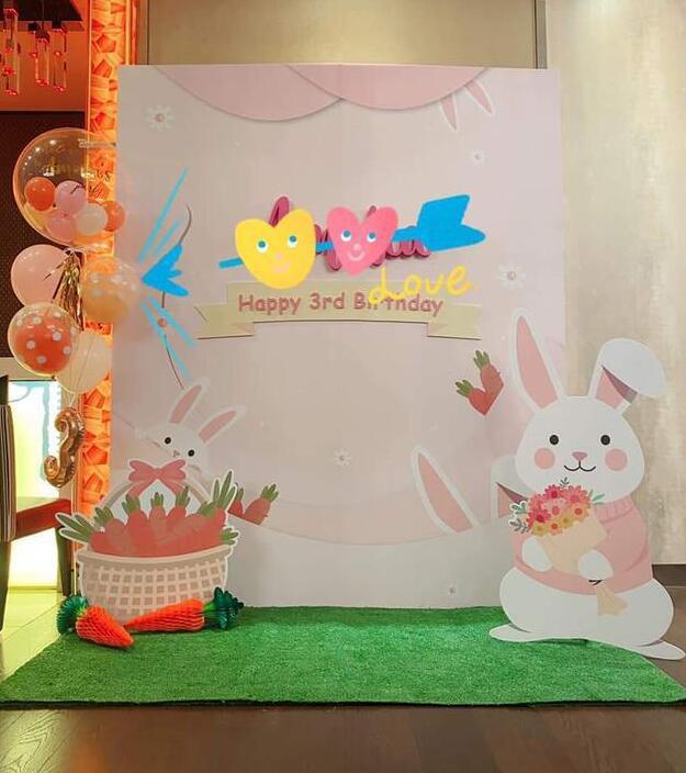 林心如为女儿布置3岁生日会 兔子主题匠心独具