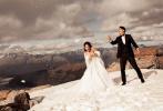 """1月6日,韩庚和卢靖姗通过微博分享了二人此前赴土耳其拍摄的婚纱写真,并配文写道:""""正如夜空没有星星和月亮无法完整,没有你,我的生命也无法完整。感谢亲爱的曦哥帮我们定格美好瞬间。感谢和我们分享喜悦与感动的所有人,夜空因你们更闪亮。"""""""