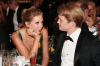 泰勒·斯威夫特出席金球奖 与男友乔·阿尔文同框