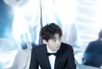 """1月8日,王俊凯受邀参加""""百花迎春——中国文学艺术节2020春节大联欢""""活动。当天,王俊凯身穿黑色经典西装,将灵动与绅士风格完美融合,沉稳又不失少年明媚风采。"""