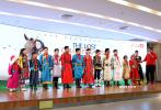1月9日,电影《阳光下的少年之我的无色世界》在京举行首映礼。导演于月仙、张学松与一众小主演亮相。导演翟俊杰、演员斯琴高娃等导演友人来到现场,支持这部电影的首映活动。