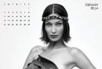 近日,《V magazine》发布2020年历画报,12个月每月一位性感超模。极致的黑白大片,尽显性感女郎们的曲线美。封面页及1月女郎吉吉·哈德迪,半裸出镜,头戴海军帽,眼神赴美撩人。吉吉的妹妹贝拉·哈德迪占据了2月女郎席位,比姐姐更加大胆的贝拉,只用一件牛仔外套遮住曼妙身姿,眼神深邃撩人。