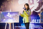 """""""我们是星光,哪怕只有一点点光亮,也全部给你,把这条路打亮。""""在电影频道节目中心发起的大型公益项目""""脱贫攻坚战——星光行动""""起航近2年后,基于这一活动创作,讲述中国人精准扶贫故事的纪录电影《星光》制作完成,并将于1月18日晚20:15在CCTV6电影频道、1905电影网同步首播。"""
