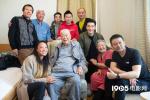 黄晓明郭帆路阳等电影人代表走访探望老艺术家