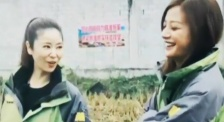 """《星光》大电影 """"小燕子""""赵薇和""""紫薇""""林心如罕见同框拥抱"""