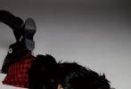 1月13日,欧阳娜娜登《InStyle优家画报》封面,娜娜拍摄一组比此前机车少女造型更加个性的大片。