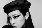 1月13日,宋茜成为《红秀GRAZIA》第441期封面人物时尚大片发布。整组大片以黑白灰为主的画面带着复古的氛围,宋茜身穿黑色系服饰,黑天鹅眼妆神秘魅惑。