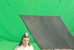 1月14日,网上曝光了一组沈腾拍摄路透照,沈叔叔COS《陈情令》中的蓝忘机,引发网友热议。和剧中王一博饰演的蓝忘机对比,沈腾饰演的蓝二哥哥也是白衣飘飘,长发披肩,但这中年发福的身型令网友高呼求放过!