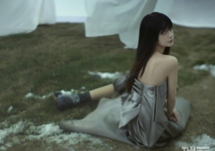 Angelababy雀斑妆大片 长腿美背诠释日系少女
