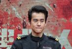 """即将于2020年大年初一公映的电影《紧急救援》,1月15日在北京举办了一场别开生面的发布会。当天,导演林超贤携主演彭于晏、王彦霖、辛芷蕾、蓝盈莹等悉数出席,但在活动中率先登台的,不是影片的各位主角,而是中国搜救领域的""""最美搜救人""""。"""