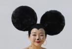 1月15日,《演技派》辣目洋子拍摄的一组《男人装》写真曝光。一改往日可爱形象,辣目洋子演绎了多套泳装、内衣、网袜穿搭,夸张的米老鼠发型,俏皮又性感。