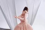 1月17日,迪丽热巴登封《时装L'OFFICIEL》二月刊写真大片释出。大片中,迪丽热巴梳着少女感脏辫甜美可爱,裤装尽显修长双腿。