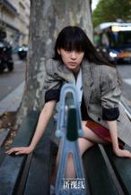 欧阳娜娜齐刘海造型登封 重回巴黎探寻成长之路