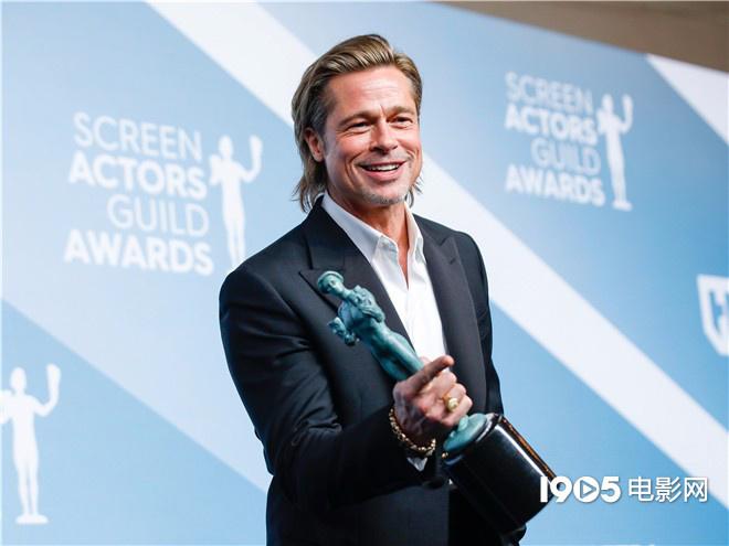演员工会奖颁奖礼举行 菲尼克斯致敬希斯·莱杰