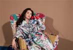 1月21日,周也登《NYLON尼龙》二月刊封面正式释出,这也是周也2020年杂志封面首秀。身穿宝石绿廓形西装,搭配卡通包包,挑战港式复古风。无论是撞色花纹连衣裙还是淡粉色套装,都展现出属于周也的优雅摩登,时尚表现力可圈可点。