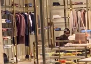 网友偶遇刘亦菲独自逛街 戴墨镜打扮低调气质出众