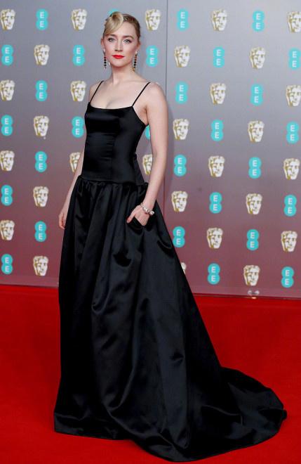 英国电影学院奖红毯 寡姐、龙妈、小丑女争奇斗艳