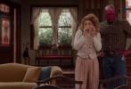 """2月3日,漫威新剧《旺达·幻视》在超级碗发布第一眼短预告,短短几秒的画面中""""奥妹""""伊丽莎白·奥尔森所饰演的猩红女巫就解锁了7款造型,时而复古时而现代。"""