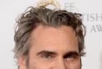 当地时间2月2日,第73届英国电影学院奖在英国伦敦隆重举行。作为今年奥斯卡得奖热门影片之一《小丑》的主角,杰昆·菲尼克斯亮相红毯,身穿黑色正装,背头造型露出深刻的五官,一双闭眼很是迷人,尽显儒雅绅士风范。
