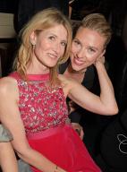 寡姐出席英國電影學院獎派對 和勞拉·鄧恩合照