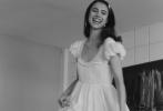 """日前,导演昆汀·塔伦蒂诺携影片《好莱坞往事》演员玛格丽特·库里、米奇·麦迪森、库尔特·拉塞尔等共登时尚大刊《W》杂志导演特辑,演绎前卫摩登的剧情写真""""QT的梦想派对""""。"""