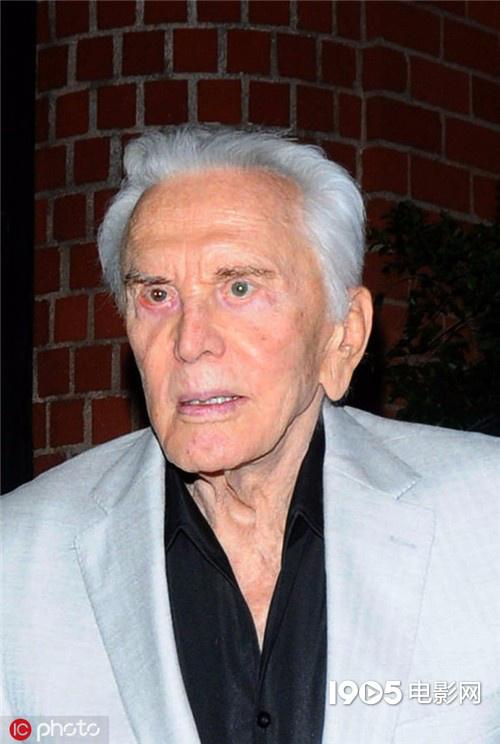 好莱坞传奇人物柯克·道格拉斯去世 享年103岁