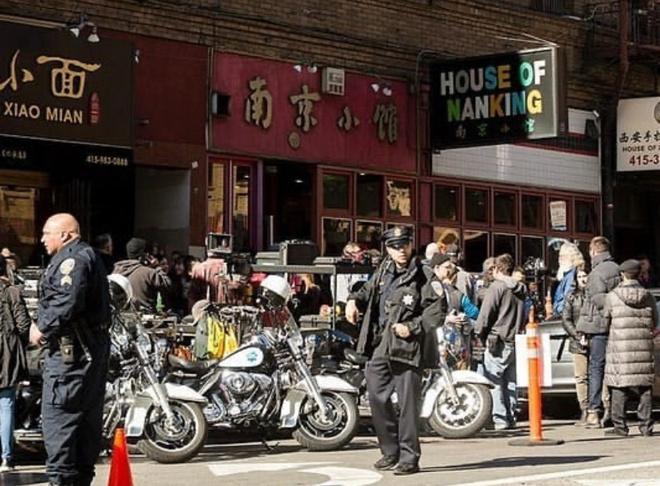 《黑客帝国4》正式开机 基努长发外型亮相唐人街