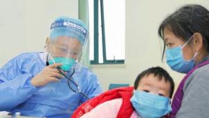 """""""生死两忘 冷暖不休"""" 纪录片《中国医生》收获超高关注度"""