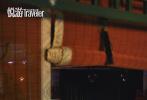 """2月10日,张若昀登封时尚杂志《悦游》三月刊封面大片发布。整组大片走起""""亲民""""路线,展现了一个地地道道的北京小爷张若昀,也展现了一个胡同串子""""小范大人""""。"""