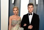 当地时间2月9日,好莱坞,第92届奥斯卡颁奖礼后名利场派上星光熠熠。好莱坞女星斯嘉丽·约翰逊携未婚夫科林·乔斯特亮相。