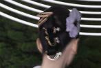 日前,刘诗诗登上《时尚芭莎》三月刊开季双封面,大秀优越蝴蝶背天鹅颈。