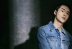 2月17日,张艺兴首登《ELLAMEN睿士》的封面大片释出。这不仅是张艺兴2020年的首封,也让他一举拿下国内五本男刊满贯。