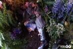 2月19日,张若昀为《智族GQ》拍摄的一组奇幻漂流写真发布。张若昀以油头造型出镜,身穿繁复精美的印花西装,脚踩白色细沙,立身于花草间,深邃眼眸中透露出坚毅,春风拂面的气息,纯粹而美好,静待一个春日重逢。