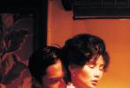 """第73届戛纳国际电影节近日官宣,王家卫导演作品《花样年华》4K修复版,将于5月20日在今届""""戛纳经典""""之修复单元中进行全球首映,以庆祝影片上映二十周年。而电影《花样年华》也将由此在全球展开包括主题展览等在内的多项纪念活动,并在多个国家及地区上映。"""