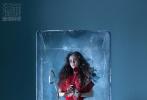 2月21日,Angelababy为《瑞丽服饰美容》三月刊拍摄的封面大片发布。Baby化身冰美人,一袭红色长裙搭配披肩卷发和精致妆容,充满异域风情,魅惑十足。