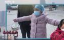"""新华网发布微视频《天使的逆行》 抗""""疫""""之战中令人动容的瞬间"""