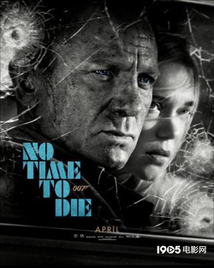 硬核。《007:无暇赴死》充满危机的海报弹孔