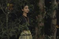 Angelababy杂志封面曝光 置身繁花化身森系少女