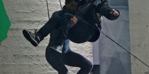 汤姆·哈迪吓坏了!拍《毒液2》吊威亚照片曝光
