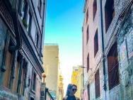 昆凌晒霸气街拍大秀直角肩 周董:女杀手正在路上