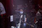 """3月7日,《我们的乐队》发布先导预告,展现了三位""""霸道Boss""""王俊凯、谢霆锋、萧敬腾集结、前期为节目准备、创作主题曲等过程。"""