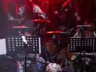《我们的乐队》开播在即 谢霆锋让王俊凯示范壁咚
