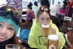 应采儿与网友拍亲密合照 怀二胎疑似喝啤酒引争议