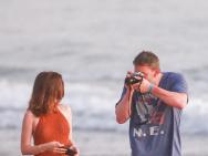 """秀恩爱!""""蝙蝠侠""""大本为女友拍海边写真超唯美"""
