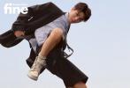 3月24日,王俊凯成为《时尚先生Esquire·fine》开年刊封面人物拍摄的内页大片发布。此前,解锁的双封封面中,王俊凯诠释代言高奢品牌新季服饰出镜,脚踩价值几十万的联名款鞋履,在蹦床、沙地、水滩中拍摄,更是引发热议。