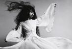 近日,木村拓哉和工藤静香的大女儿木村心美,继小女儿木村光希(Koki)后,将以Cocomi的艺名正式出道,同时登上《Vogue Japan》5月刊封面,超高起点率先在时尚圈发展。