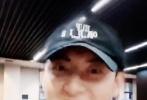 3月30日,鹿晗通过个人社交账号分享了一则和黄子韬拍摄的小视频。视频中,二人开启大头滤镜,随着歌曲律动很是搞笑。