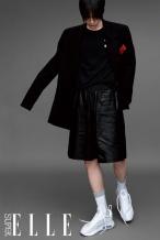 王一博单人三封大片发布 混搭造型展现酷盖姿态