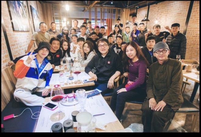 枣庄大众网:杨洋为成龙{庆}66岁生日:年老生日快乐 万事胜意