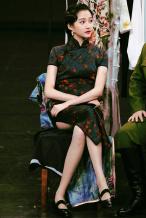 關曉彤穿旗袍盡顯曼妙好身材 兩套造型優雅亦嫵媚